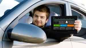Tablet mit EQUAMO-App von Chilibytes (http://www.equamo.com) in der Anwendung in der kundennahen Fahrerprobung